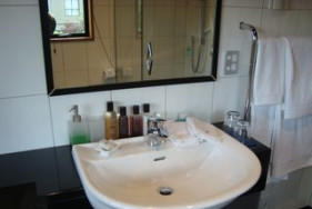 King/Twin Room - Ensuite