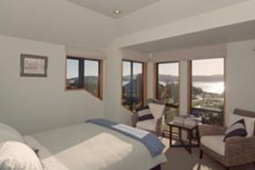 Queen Room - Bedroom